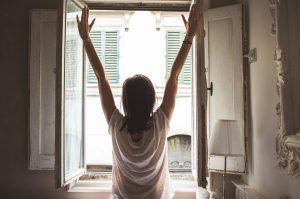 Früh aufstehen, um neue Gewohnheiten und Routinen leicht etablieren